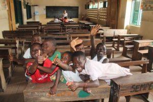 Kinder im Klassenzimmer